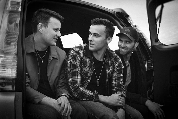 Gandekko band members sitting in the boot of a car